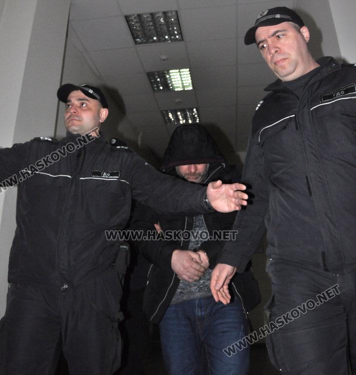Задържаният с хероин за близо 260 000 лева остава в ареста, издирват авера му