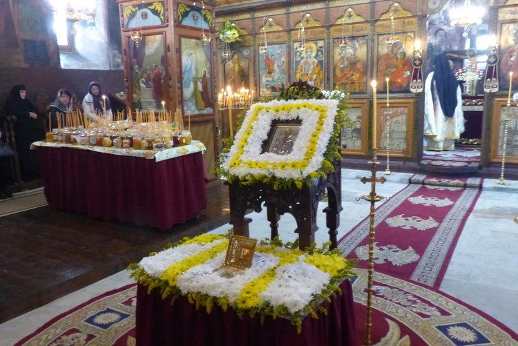 Над сто бурканчета с мед бяха осветени за лек в деня на Светеца на пчеларите
