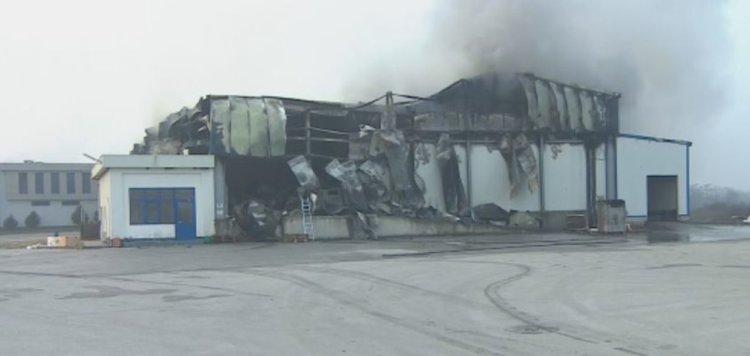 Гори фабрика край Войводиново