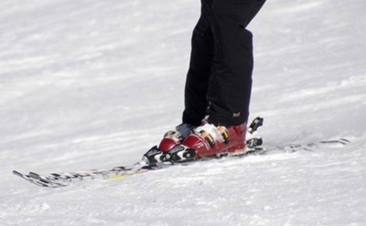 Спипаха младежи да крадат и продават ски и сноубордове от туристи в Пампорово