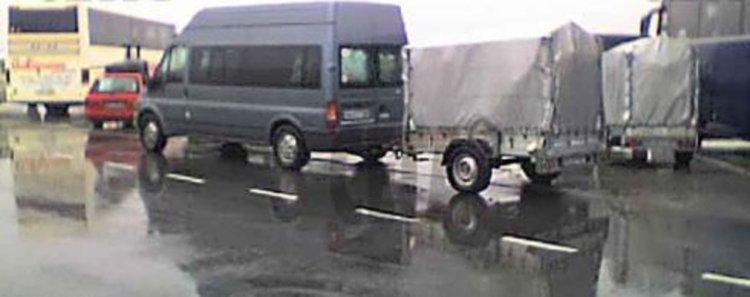 """Незаконен транспорт: Превозвач от Черноочене върти """"бизнеса си"""" с над 30 буса, които редува"""