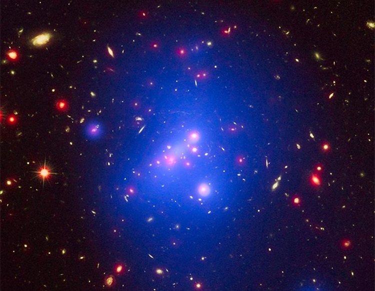 Нова карта на тъмната материя подсказва грешка в Стандартния модел