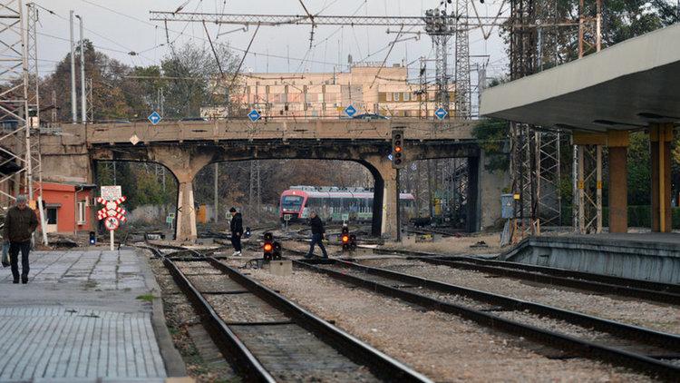 Товарен влак е дерайлирал край Пловдив