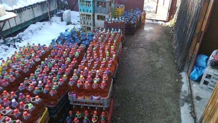 Полицията откри над 4 тона безакцизен алкохол в пункт за билки