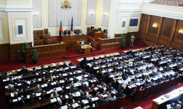 Парламентът гледа президентското вето на Изборния кодекс без БСП