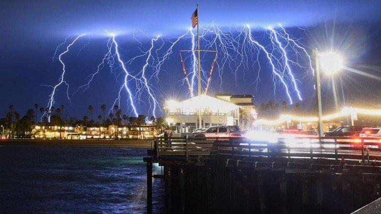 1500 светкавици само за 5 минути паднаха край Лос Анджелис (видео)