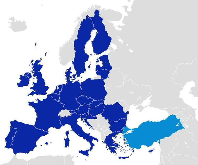 Европарламентът иска спиране на преговорите с Турция