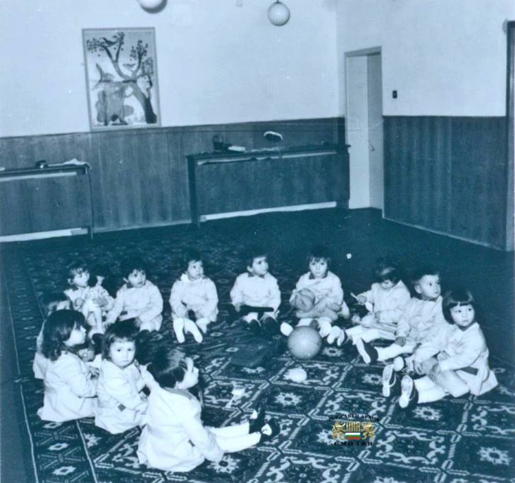 Снимка на дечица от детските ясли №2 в Смолян, 1973 г. ДА-Смолян, Ф. 838