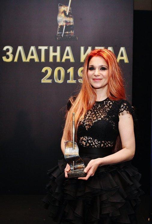 Невена Николова със Златна игла за дизайнер на годината