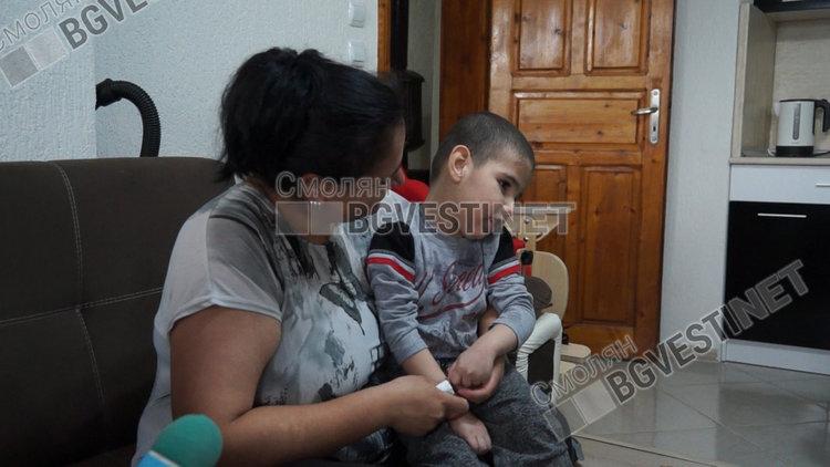"""4-годишният Виктор се нуждае от помощ, за да проходи и каже """"мама"""""""