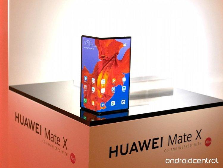 """Първи впечатления от """"гъвкавия"""" Huawei Mate X"""
