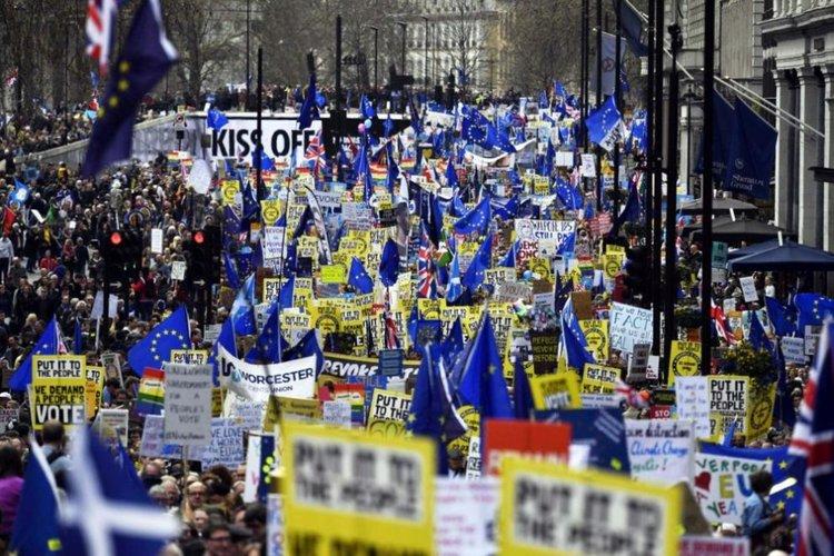 Многохиляден протест в Лондон с искане за оставане в ЕС