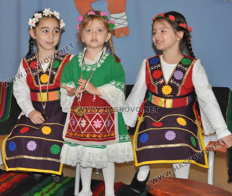 """Деца от градина """"Слънце"""" с медали за народно пеене от Национален конкурс"""
