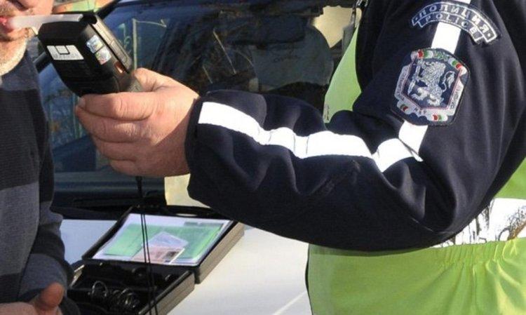 По обяд задържаха шофьор с близо 2 промила край Девин