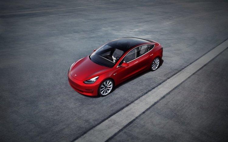Tesla Model 3 стана най-продаваният луксозен седан в Европа