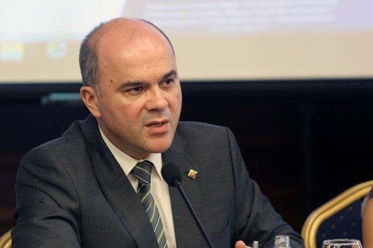 """Бисер Петков за отпадането на """"Трите златни години"""" при пенсиониране"""