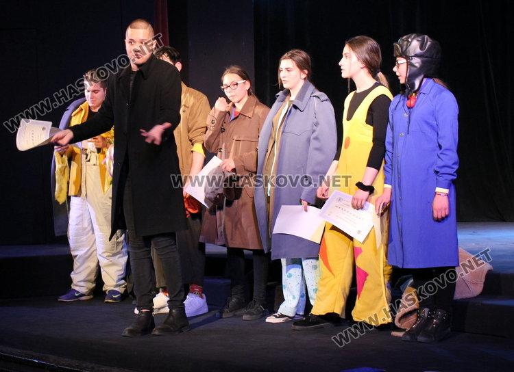 Театралният клоун не само забавлява, той е мислещ, задава въпроси– в Димитровград