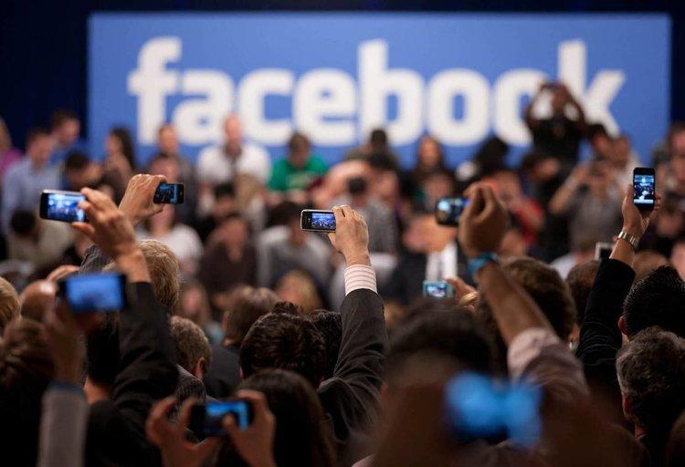 Facebook лежерно иска от нови потребители техните имейл пароли
