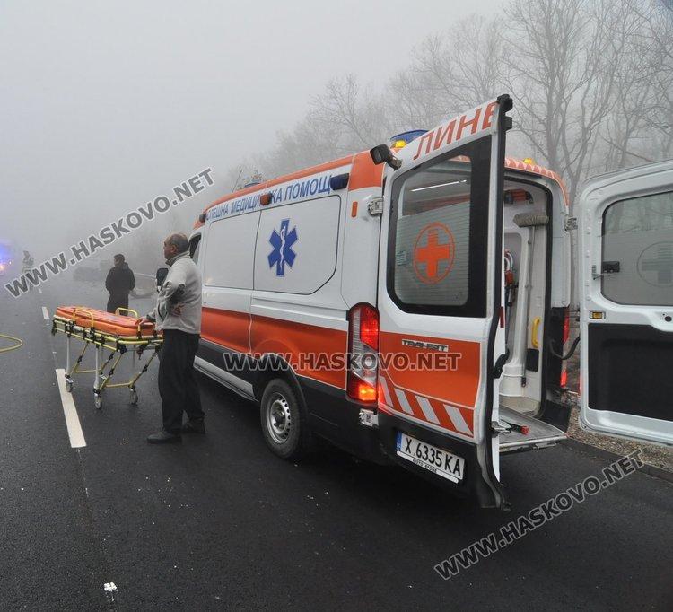 Двама загинаха и един с опасност за живота при катастрофа на магистралата