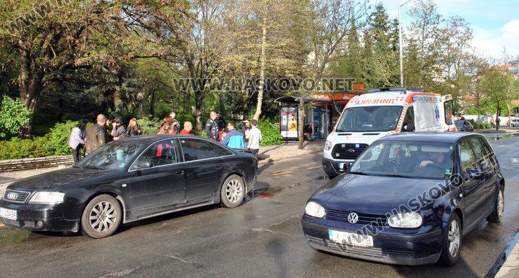 Водачка с Голф блъсна мъж до Младежкия център в Хасково и избяга