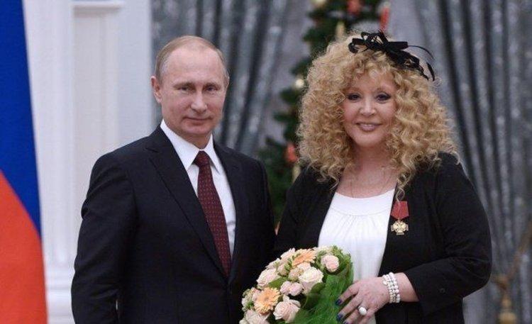 Алла Пугачова на 70. Путин ѝ връчи орден