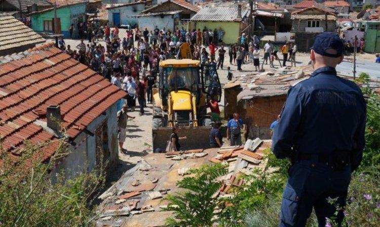 Бутат незаконни ромски къщи в Стара Загора
