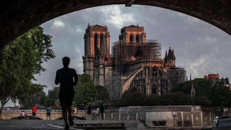 Oбявиха международен конкурс за архитекти за възстановяването на Нотр Дам