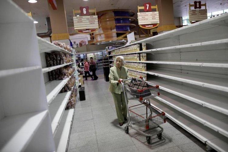 Доларът поскъпна с 23% за ден във Венецуела