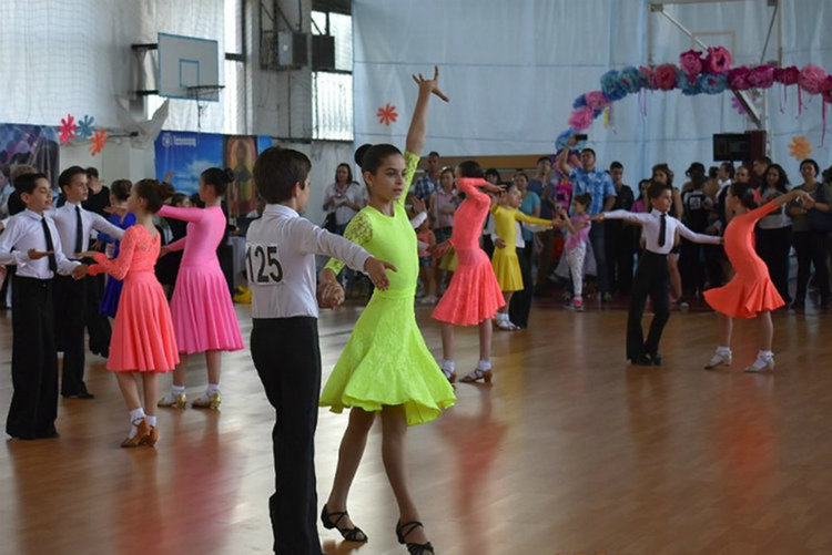 """Стотици танцьори от цялата страна идват за """"Изгряващи звезди"""" и Националния турнир за Купа """"Асеновград"""""""