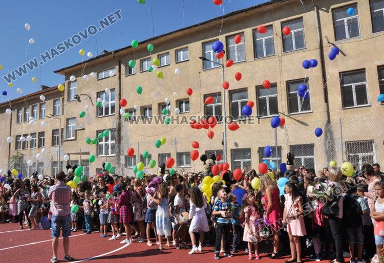 Приемат 831 първолаци в община Хасково през новата учебна година