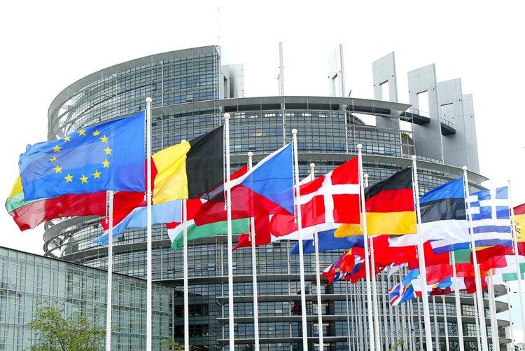 Проучване на ЕП: ГЕРБ и БСП ще имат по шестима евродепутати