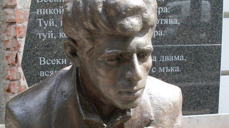 Паметник на Пеньо Пенев в Димитровград