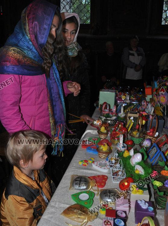 """Благотворителен базар на Цветница събира средства за църквата  """"Св.Иван Рилски"""""""
