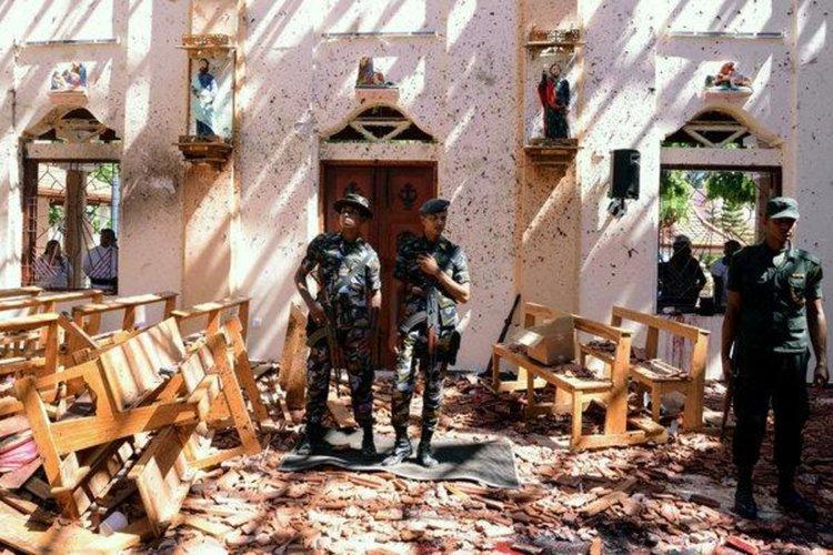Кола бомба се взриви до една от нападнатите вчера църкви в Шри Ланка (видео)