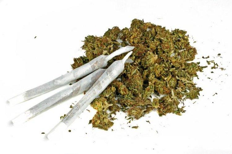 Спипаха двама тийнейджъри с марихуана
