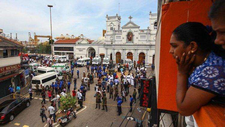 Жертвите на атентатите срещу църкви в Шри Ланка са 290