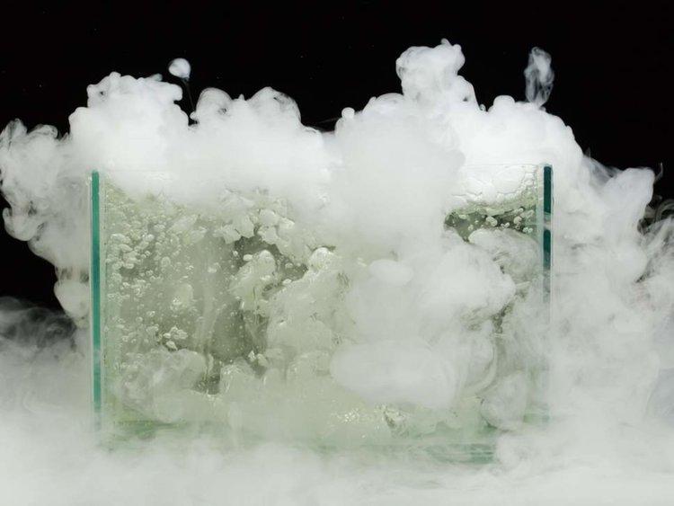Физици превърнаха вряща вода в лед, без да използват енергия