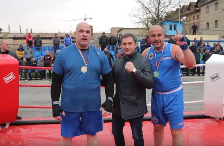 Слюдата в шампионския отбор по бокс в турнира между затворите