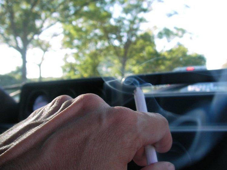Тихият убиец: тютюневият дим в автомобила