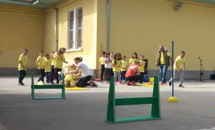 Тереза Маринова проведе час по физическо с децата от Началното училище