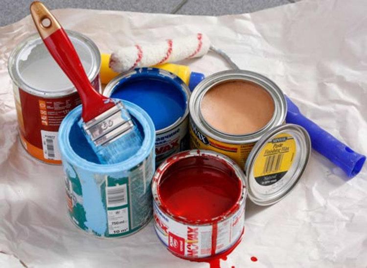 Включи се в добра кауза, с кутия боя и четка в ръка -  инициатива на зрелостници от ПМГ