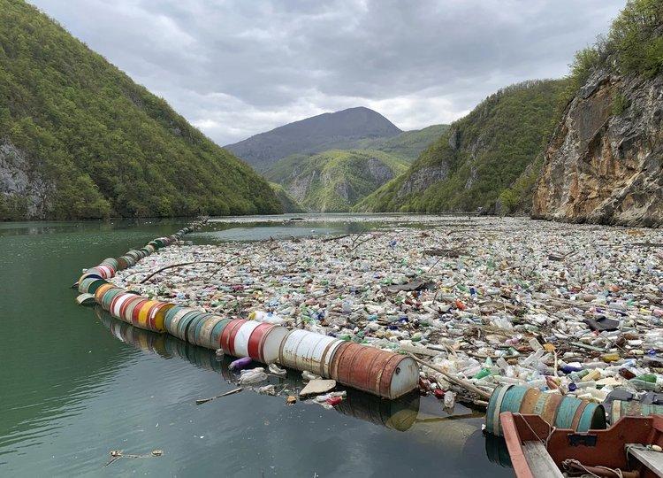 Най-мръсната река на Балканите (видео)