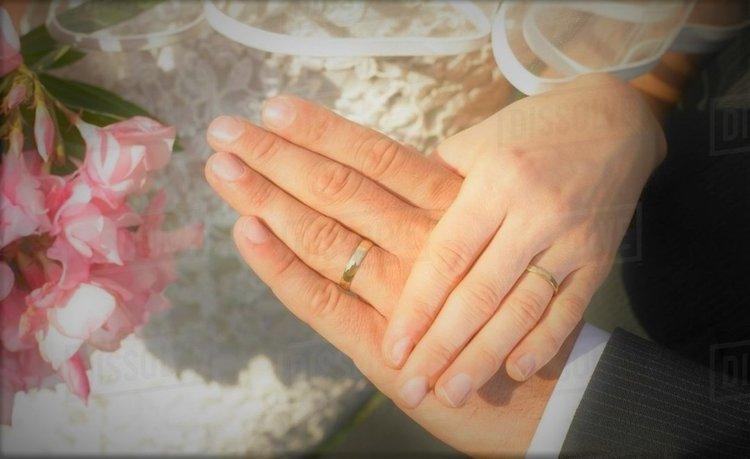 Сватбен пръстен със злато от неутронна звезда