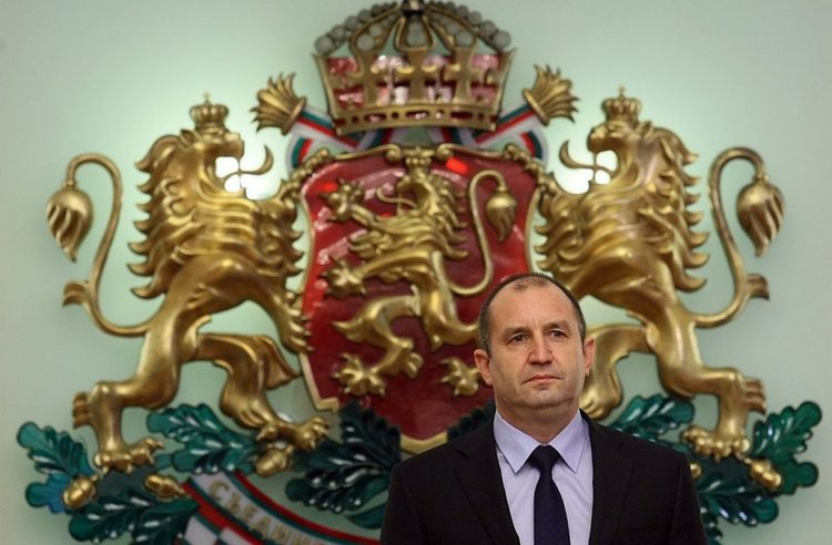 Румен Радев призова ЦИК да бъде намален броят на недействителните бюлетини.