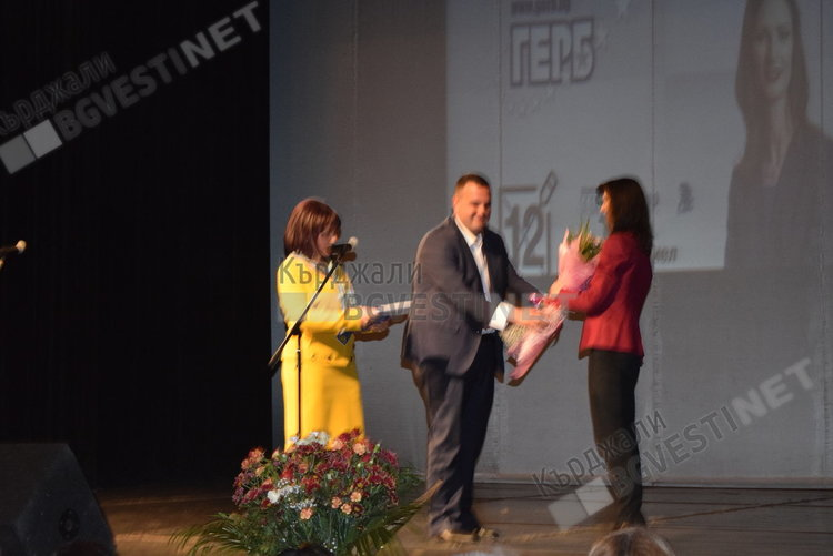 Мария Габриел в Кърджали:  ГЕРБ ще извади България от периферията на Европейския съюз
