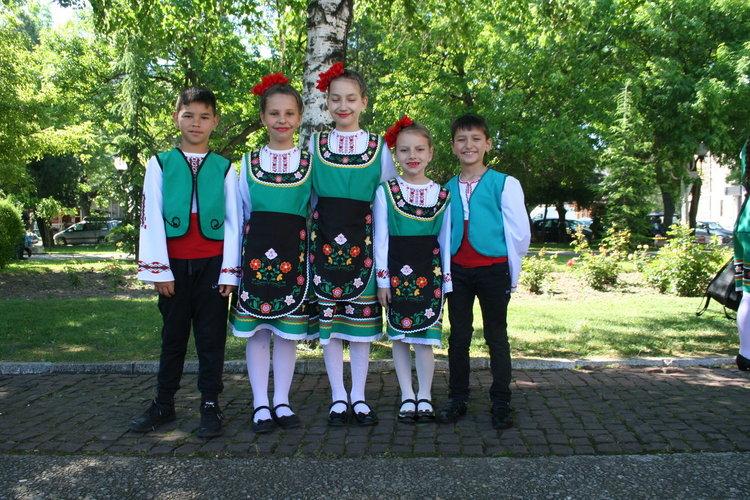 """Децата от танцов състав """"Евридика"""" - с. Православен с ръководител Донка Тодорова"""