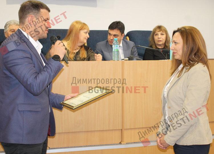 Областния управител Станислав Дечев и Радка Стойкова -  мениджър човешки ресурси в Язаки