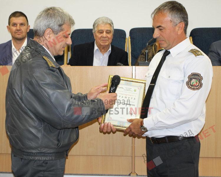 началникът на Противопожарна служба службата гл. инспектор Иван Пачов,