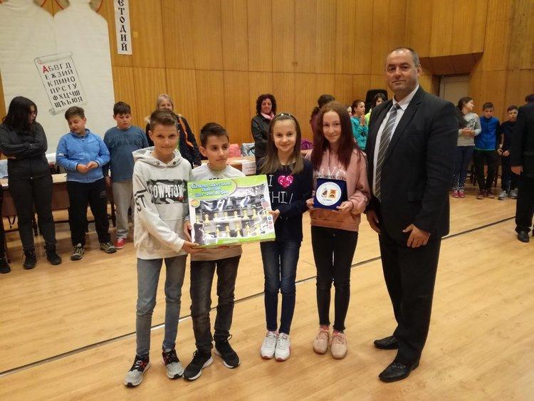 """Ученици от ОУ """"Иван Вазов"""" в Смолян спечелиха първо място в състезанието по програма """"Работа на полицията в училищата"""""""