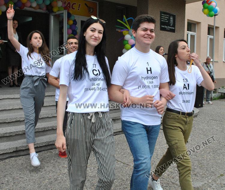 Випуск 2019-та на ПМГ си тръгва от училище с благотворителна кауза